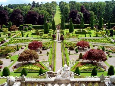 0_gom09-drummond-castle-gardens-main-view-jul